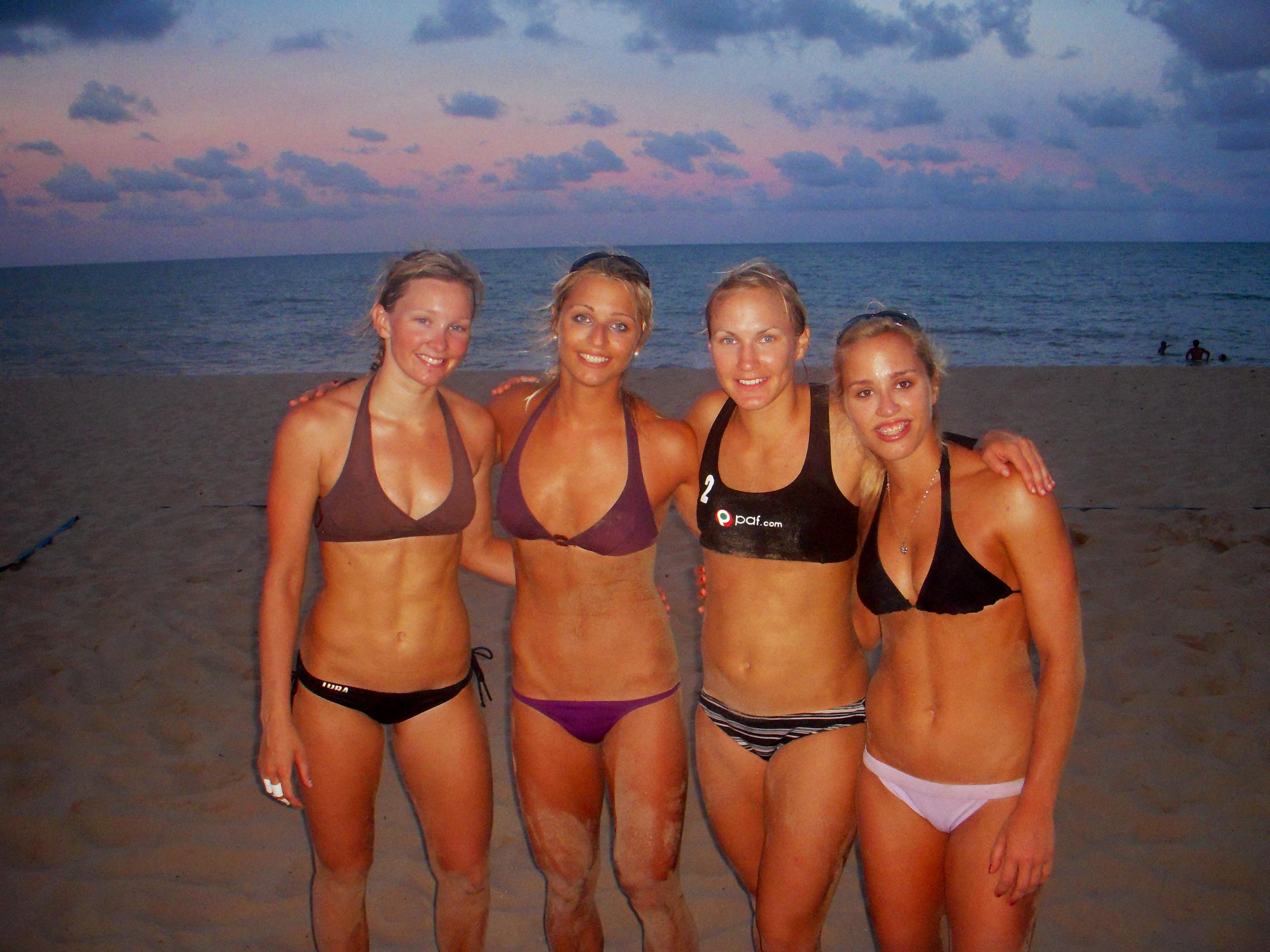 svenska escort tjejer tjejer på stranden